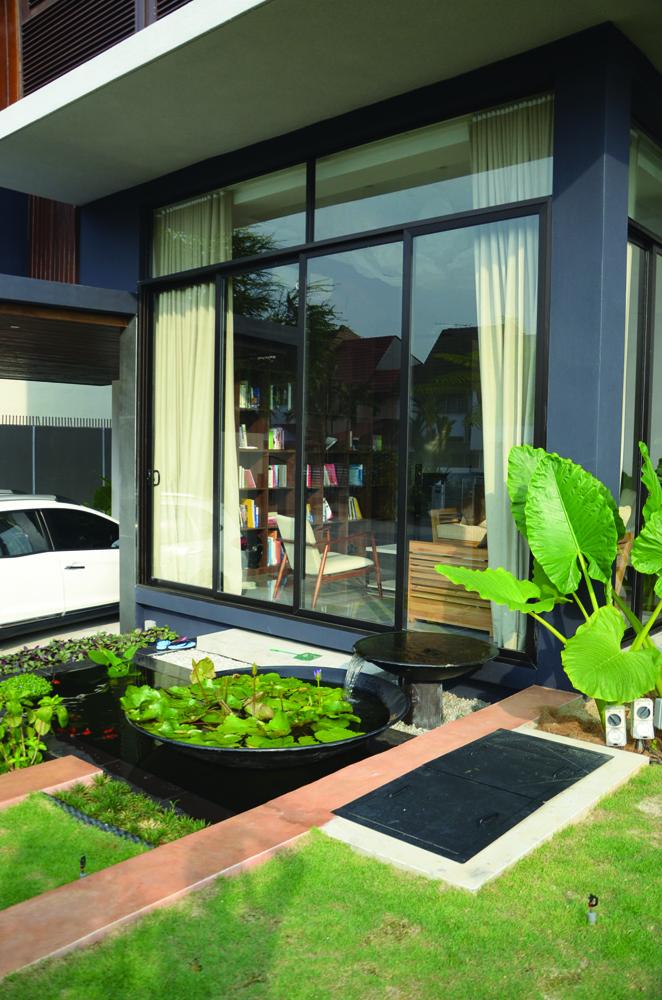 Floor to ceiling sliding doors to allow sunlight to flow in