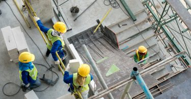 construction-worker-the-new-normal-construction-site-health-and-safety-